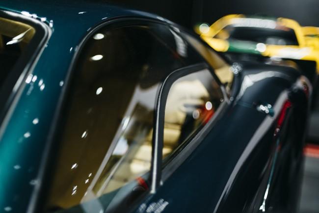McLaren F1 GT side