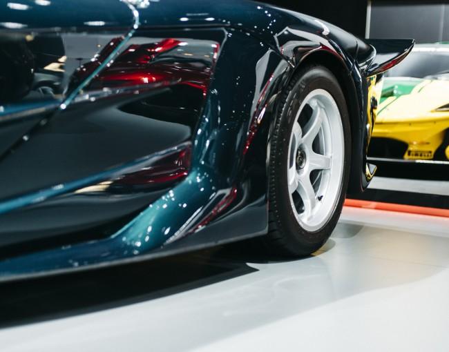 McLaren F1 GT side rear