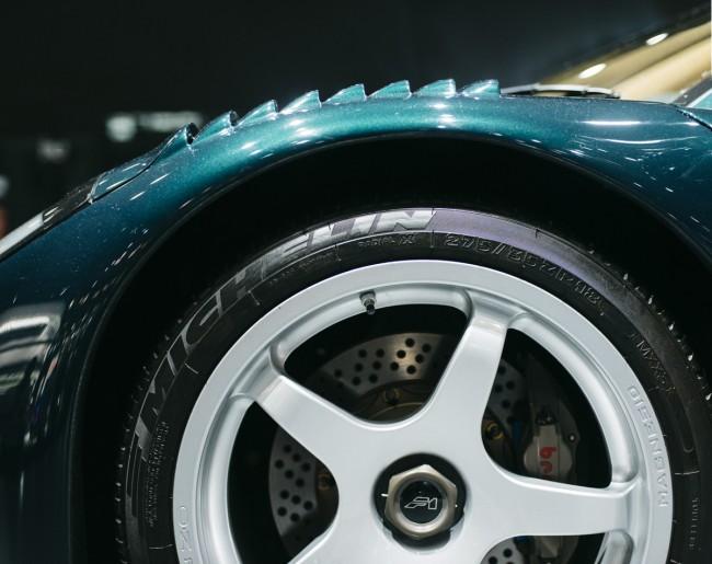 McLaren F1 GT front wheel