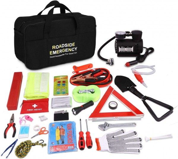 2 Winter Car Essentials: Picking Out the Best Winter Car Emergency Kit for Your Car