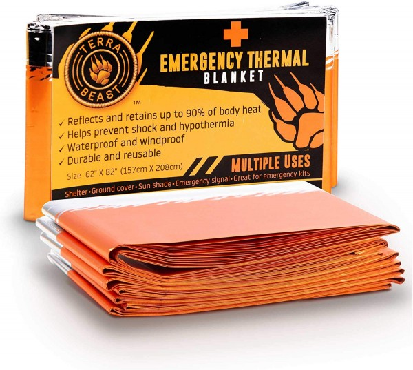 5 Winter Car Essentials: Equipping Your Emergency Kit with Light-Weight Thermal Blankets