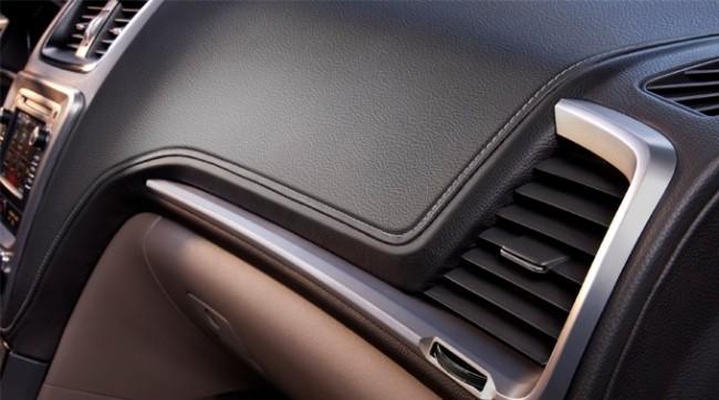 2013 GMC Acadia Dash Detail