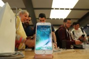 Apple iPhone 8 Release Date, Specs & Rumors; New iPhone To Boast Curved, Bezel-Free, Design
