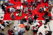 Last-Minute Shoppers Rush To Buy Holiday Gifts