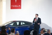 Tesla vs. Apple Poaching Wars: Elon Musk Adds More Apple Employees to Tesla Motors, Welcomes Chris Lattner