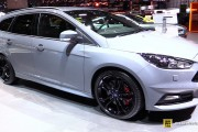 2016 Ford Focus ST Wagon - Exterior and Interior Walkaround - 2016 Geneva Motor Show