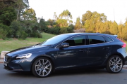 2017 Volvo V40 Review