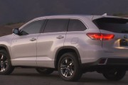2017 Toyota Highlander Hybrid Offers 306 Horsepower and Up To An EPA-estimated 30 City MPG