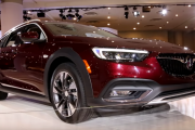 2018 Buick Regal Sportback and Tour X - 2017 New York Auto Show
