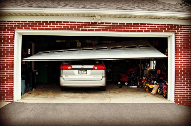 4 Signs Your Garage Door is on the Way Out