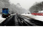 How to Drive Safely When There are Trucks on the Road in Wintertime