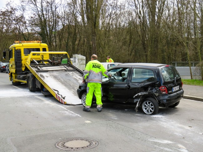Why Should You Prefer Car Removal Services for Disposing Your Car?